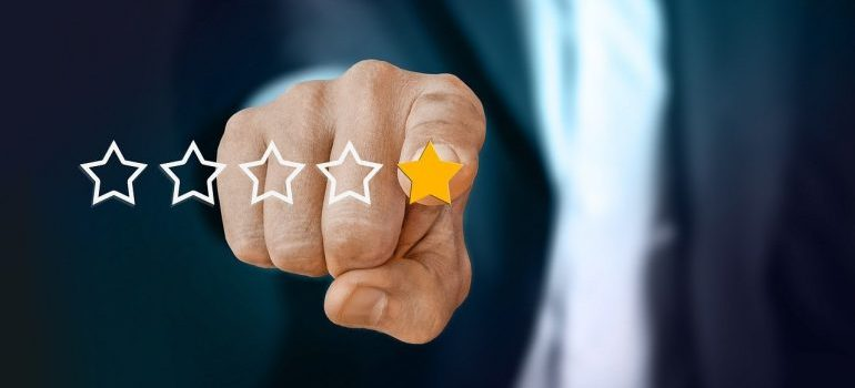 A man giving a five-star rating for local movers Cincinnati OH.